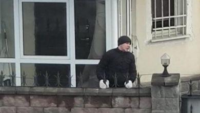 """Photo of """"Их должны знать в лицо"""". Попытку проникновения в дом в Алматы сняли на видео"""