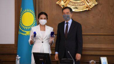 Photo of Квартира, автомобиль, денежные гранты – как поздравили учителей в Алматы