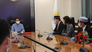 Photo of Аида Балаева от имени Главы государства наградила медалями «Халық алғысы»